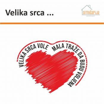Naljepnica za zid - Velika srca ... sastoji se od izreke napisane velikim štampanim slovima i ilustracije srca; dolazi u dvoje boje po izboru