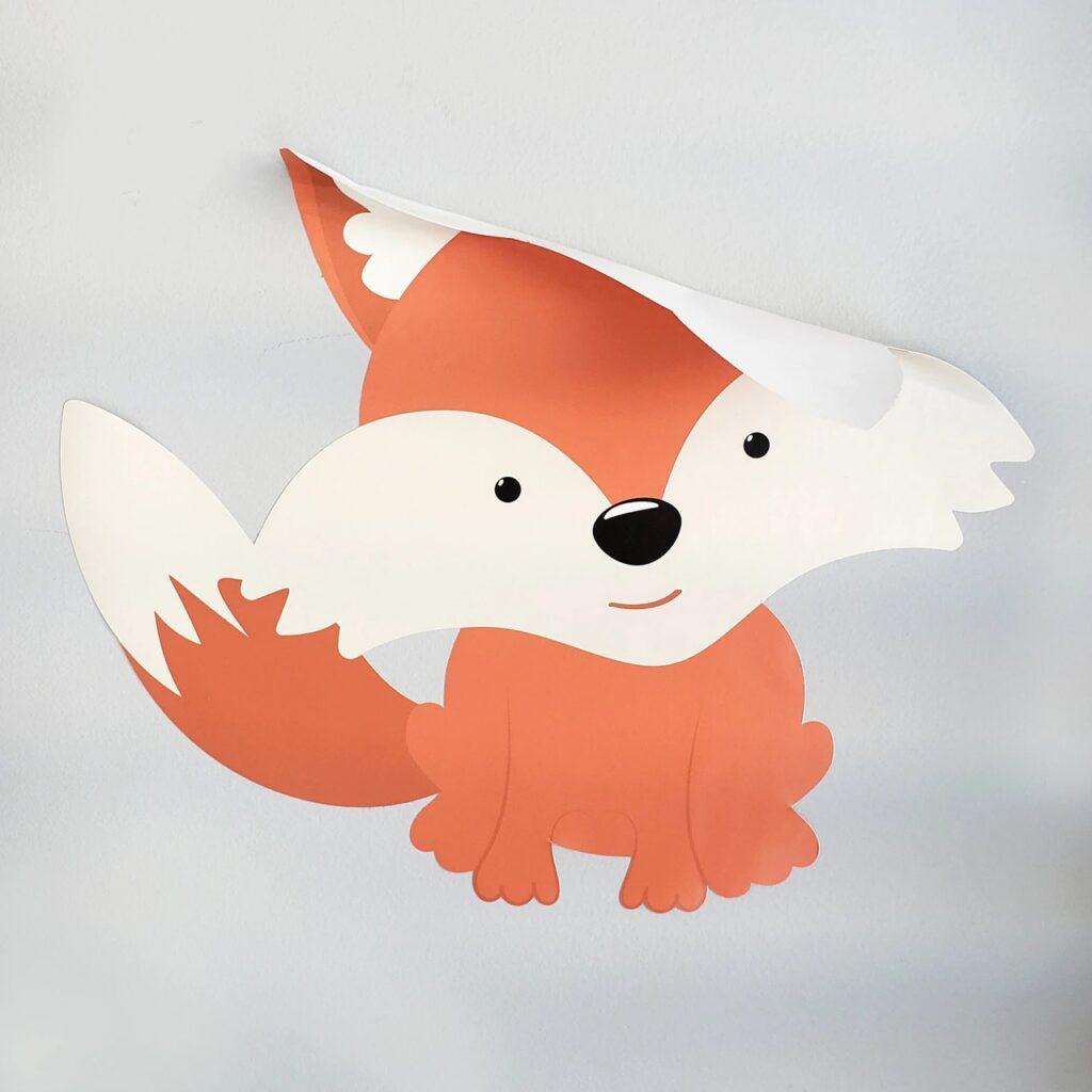 naljepnica u obliku lisice koja se ne želi zalijepiti za zid