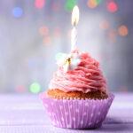 Slika muffina s jednom svjećicom povodom obilježavanja prvih godinu dana poslovanja