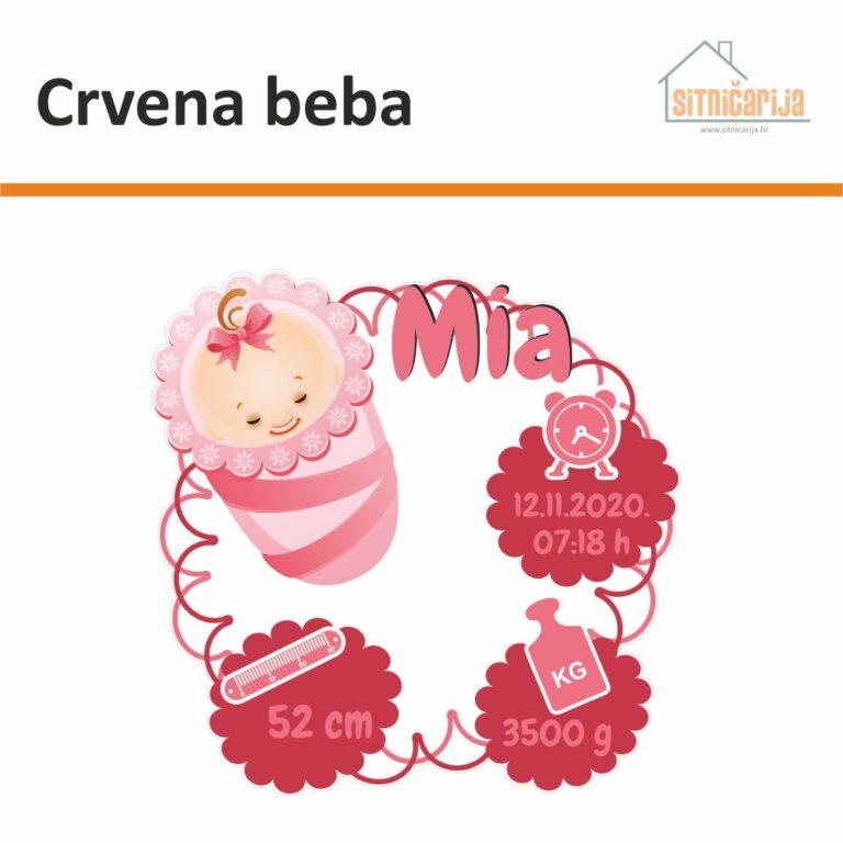 Naljepnica za rođenje djeteta - Crvena beba; ime djeteta uz ilustraciju novorođenčeta u jastuku i s podacima pri rođenju u crvenim oblačićima
